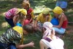 Posádka žlutých se potýká s nástrahami při plavbě